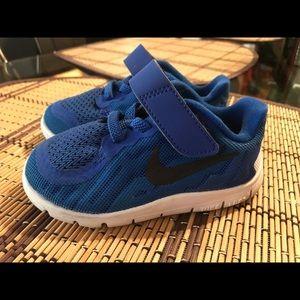 Toddler boy Nike sneakers size 6c
